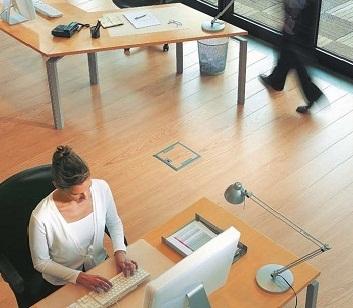 Лючки в пол удобно устанавливать в офисах